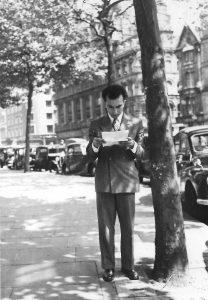 Alberto de Lacerda reading a letter, Sloane Square, 1952