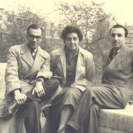 With Maria Fernanda and José-Augusto França, Trafalgar Square, 1952