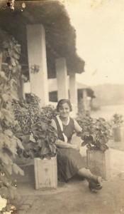 Leopoldina dos Santos Madeira Correia de Lacerda, Alberto's Mother, Mozambique, c. 1939